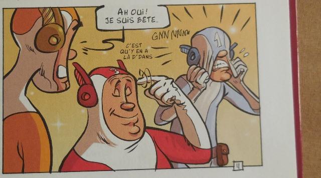 """Extrait de """"Adam & Eve - T1 : Coup de pied dans les couples"""", par Christophe Alévêque et Serena Reinaldi, dessins : Du Vigan, Editions Hugo BD, 2012. (Photo : Coumba Sylla)"""