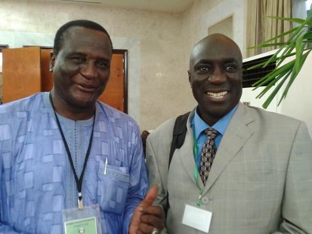 De gauche à droite : Saliou Traoré et Mamadou Amat à Dakar en octobre 2013. (Photo : Coumba Sylla)
